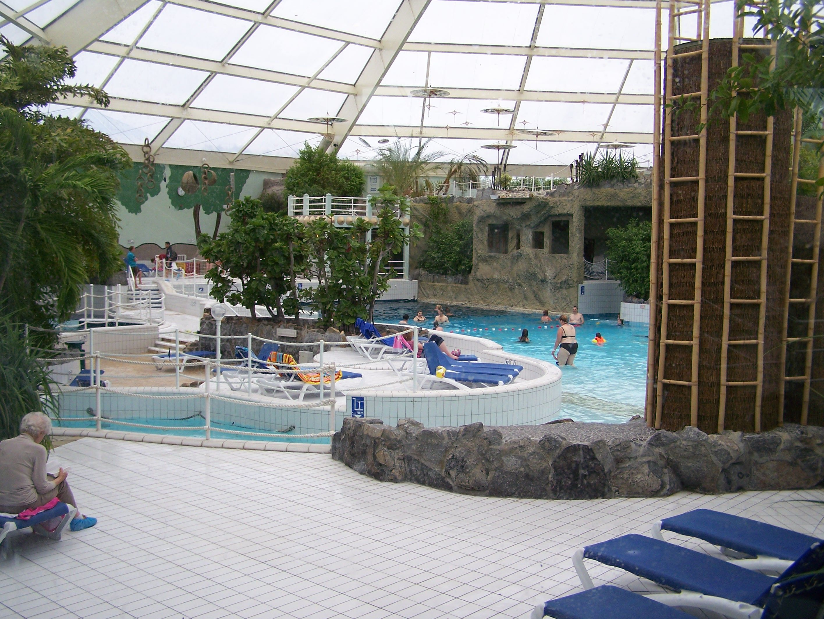 La piscine de center parc for Piscine center parc sarrebourg